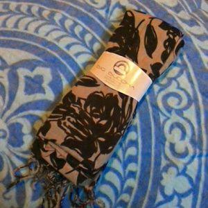 Big Buddha scarf NWT